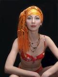 Dame im orange Schal Lizenzfreie Stockbilder