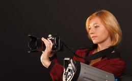 Dame im Rot lizenzfreie stockfotografie