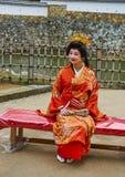 Dame japonaise utilisant le kimono traditionnel dans un château de Himeji, le 23 novembre 2016 à Himeji, Japon Photo stock