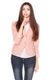 Dame in jeans en blazer, die op wit wordt geïsoleerd stock afbeeldingen