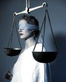 Dame Justice en schalen stock afbeelding