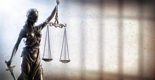 Dame Justice And Prison - Strafrechtvaardigheid stock afbeelding