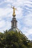 Dame Justice Statue in de Oude Vestingmuur in Londen royalty-vrije stock foto's