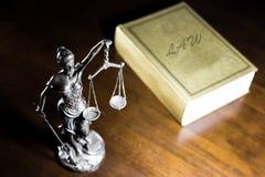 Dame Justice und Gesetz Lizenzfreie Stockfotos