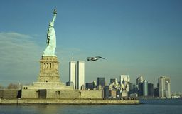 Dame Liberty und Twin Tower Stockfotos