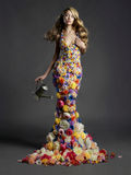 Dame magnifique dans la robe des fleurs Photos libres de droits