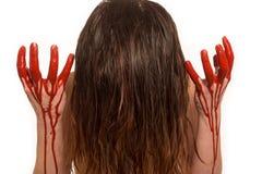 Dame met bloed het gieten onderaan haar handen stock foto