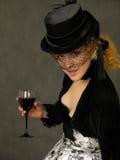 Dame met glas wijn stock foto