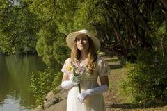 Dame mit Blumenstrauß Lizenzfreie Stockbilder