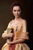 Dame mit Buch Lizenzfreie Stockfotografie