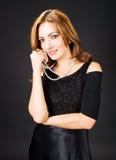 Dame mit Perlen Stockfoto