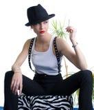 Dame mit Zigarette im schwarzen Hut Lizenzfreie Stockfotos