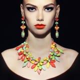 Dame parfaite avec des bijoux photographie stock