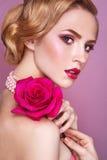 Dame With Pink Rose Stockfotos