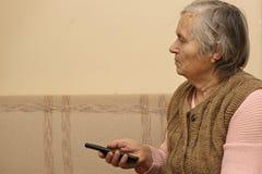 Dame pluse âgé avec à télécommande Images libres de droits