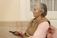 Dame pluse âgé avec à télécommande Photographie stock libre de droits