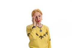 Dame pluse âgé avec le mal de tête d'isolement Image stock