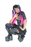 Dame punk se mettant à genoux sur le plancher Photo libre de droits