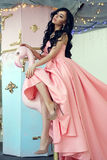 Dame in roze meerminkleding Stock Foto's
