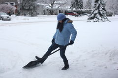 Dame Shoveling Snow Stock Foto's