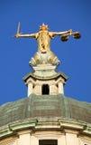 Dame van Rechtvaardigheid de Oude Vestingmuur Stock Foto's