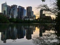 Damebird lake sunset Weergeven van Austin Downtown Skyline Modern Buildings royalty-vrije stock fotografie