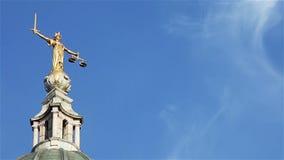 DameJustice standbeeld, Oude Vestingmuur, Londen, het UK stock videobeelden