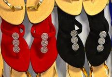 Damen überziehen hergestellte Sandalepantoffel Fotografie auf Lager mit Leder lizenzfreie stockfotografie