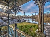 Damen-'Pavillon-Central Park im Winter lizenzfreie stockfotografie