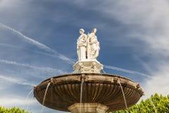 Damen des Brunnens am La Rotonde in Aix-en-Provence Stockfotografie