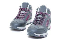 Damen, die wasserdichte Schuhe - gehende touristische Halbstiefel wandern lizenzfreie stockfotos