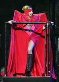Damen Gaga utför i konsert fotografering för bildbyråer