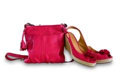 Damen Handtasche und Sandalen Frauen ` s Sommerledertasche und -schuhe lizenzfreie stockfotos