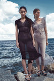 Damen-Mode-Modell Brunette mit zwei Frauen und blondes Stockfoto