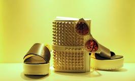 Damen Schuhe, Handtasche und eyeware Lizenzfreies Stockfoto
