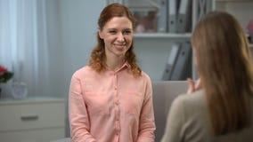 Damen som säger dig, är härlig till undertecknande tack för vännen för dialog i teckenspråk arkivfilmer