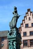 Damengerechtigkeit auf dem Roemer-Platz in Frankfurt Stockbild