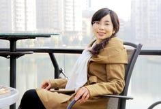 Damenlächeln lizenzfreie stockfotografie
