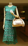 Damensommerkleid und -handtasche Lizenzfreie Stockbilder