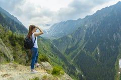 Damentourist mit Rucksack Stockbilder