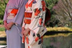 Damer som bär kimonot Arkivfoto