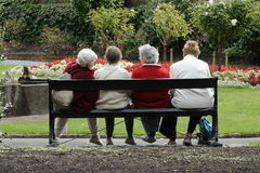 Dames aînées au stationnement Image libre de droits