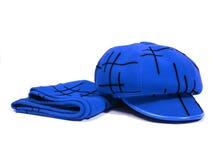 Dames bleues écharpe et chapeau au-dessus de blanc Image libre de droits