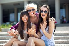 dames die zonnebril dragen Royalty-vrije Stock Afbeelding