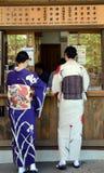 Dames in kimono, Kyoto, Japan stock afbeelding