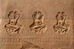 3 dames in kleur - Bas Relief Detail in Angkor Wat, Siem oogst, Kambodja, Indochina, Azië royalty-vrije stock foto
