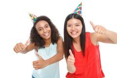 Dames positives ayant la fête d'anniversaire Photo stock
