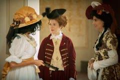 Dames in Victoriaanse kleding royalty-vrije stock fotografie