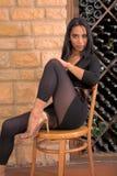 Dameschuh auf Stuhl Lizenzfreie Stockfotografie