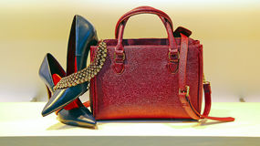 Damesschoenen, handtas en juwelen Stock Foto's